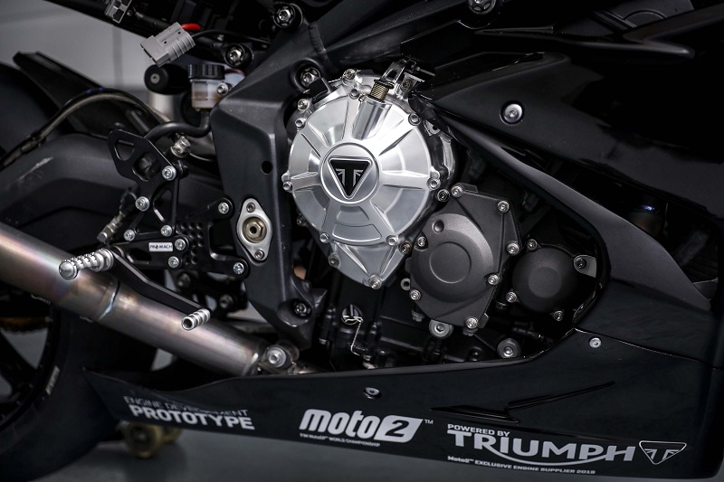 Triumph Daytona 765 2
