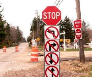 funny signs where you cannot turn any direction