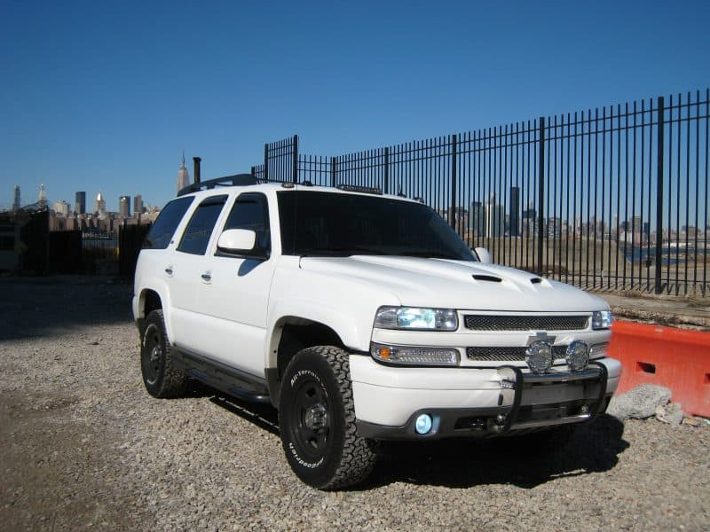 2005 lifted tahoe white police package