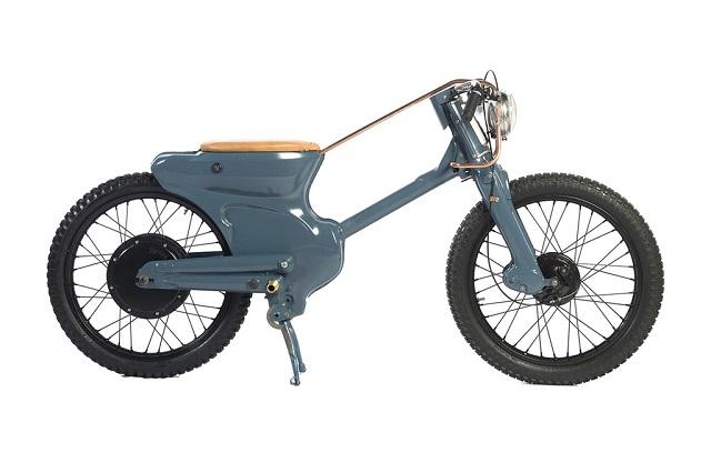Custom Scooters 1 - Deus Honda Cub