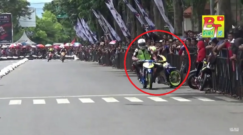 Moped Racing 1