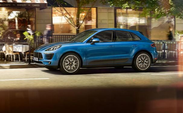Porsche Macan Side View