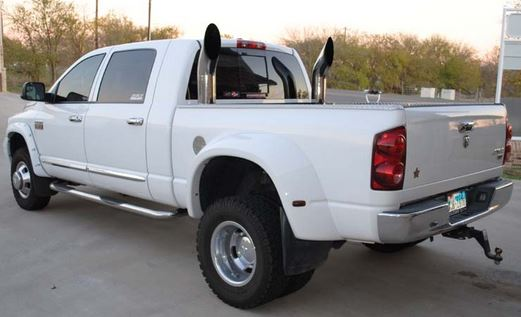 Vertical exhaust on Dodge Ram