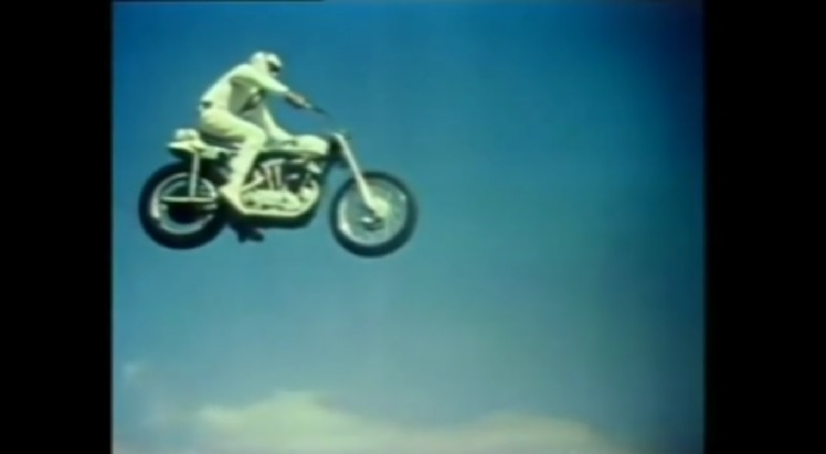 Motorcycle Stunts - Evel Knieval 19 Cars