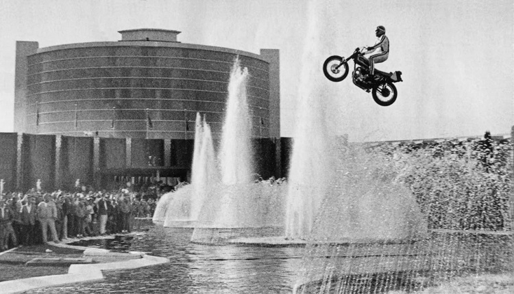 Motorcycle Stunts - Evel Knieval Caesars Palace