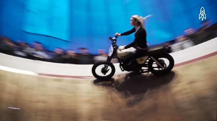 Motorcycle Stunts - Kerri Cameron Wall Of Death