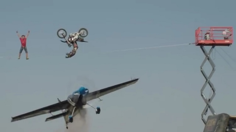 Motorcycle Stunts - Plane, Tightrope, Flip 1