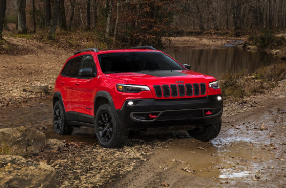 Jeep Cherokee Trailhawk front view