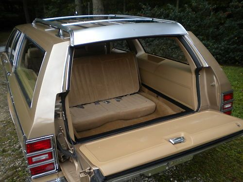 Trunk seat of a station wagon