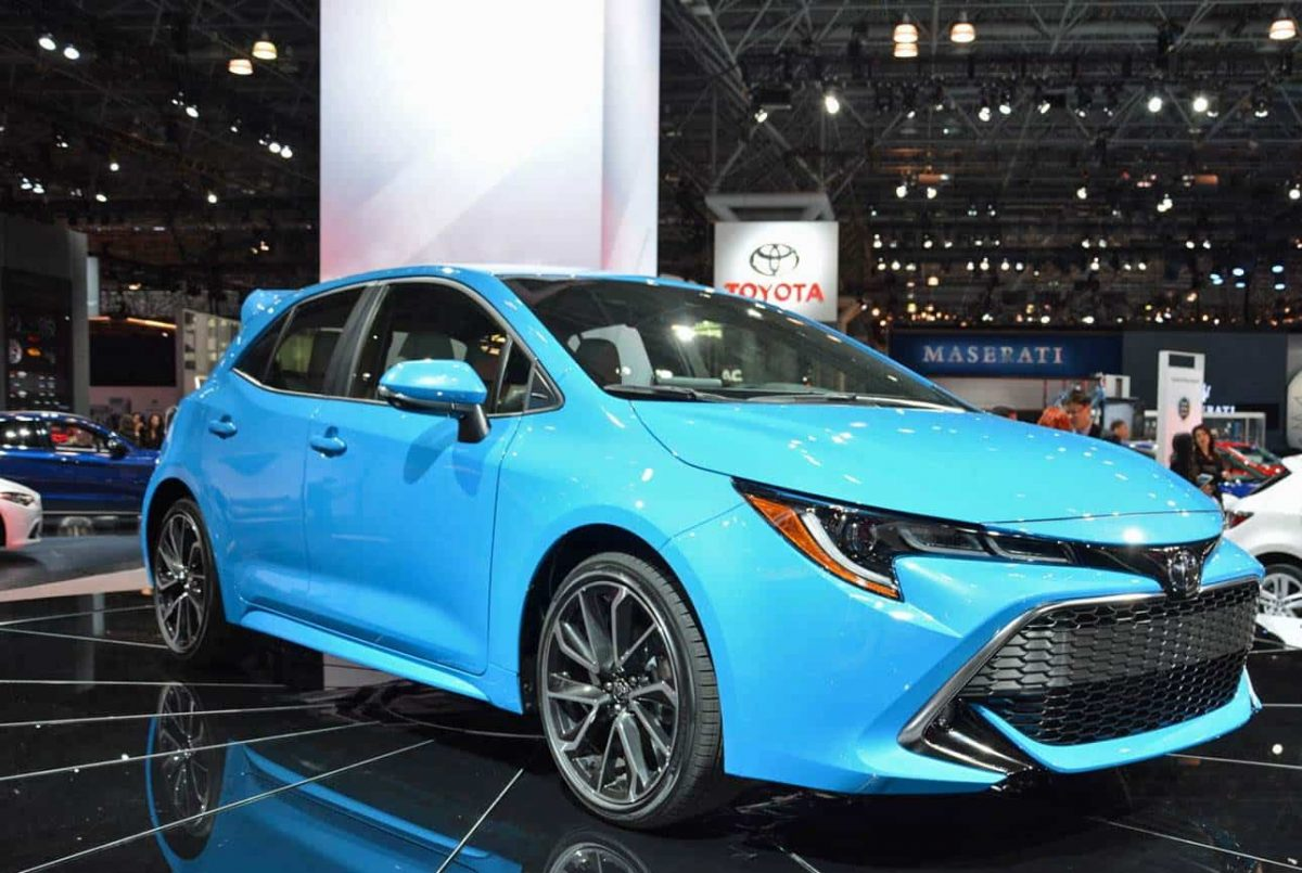 2019 Toyota Lineup - Toyota Corolla Hatchback for 2019 front 3/4 view