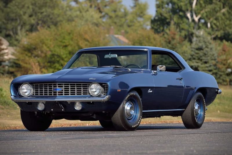 Chevy Muscle Cars >> 15 Old School Cars That You Need In Your Garage