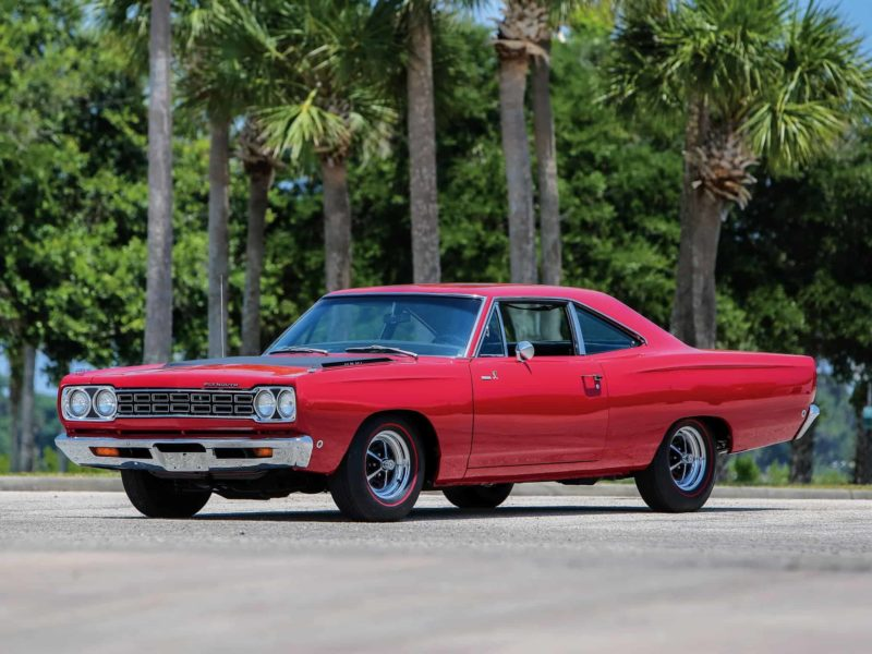 old-school muscle cars: 1968 Plymouth Hemi Road Runner