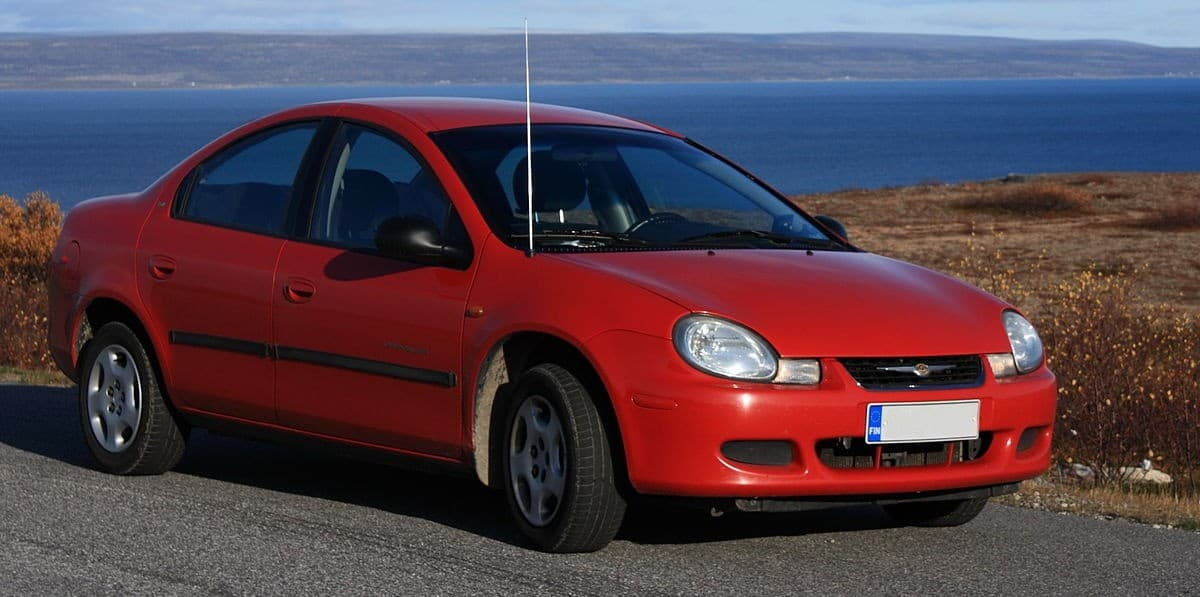 2001 Chrysler Neon - right front view