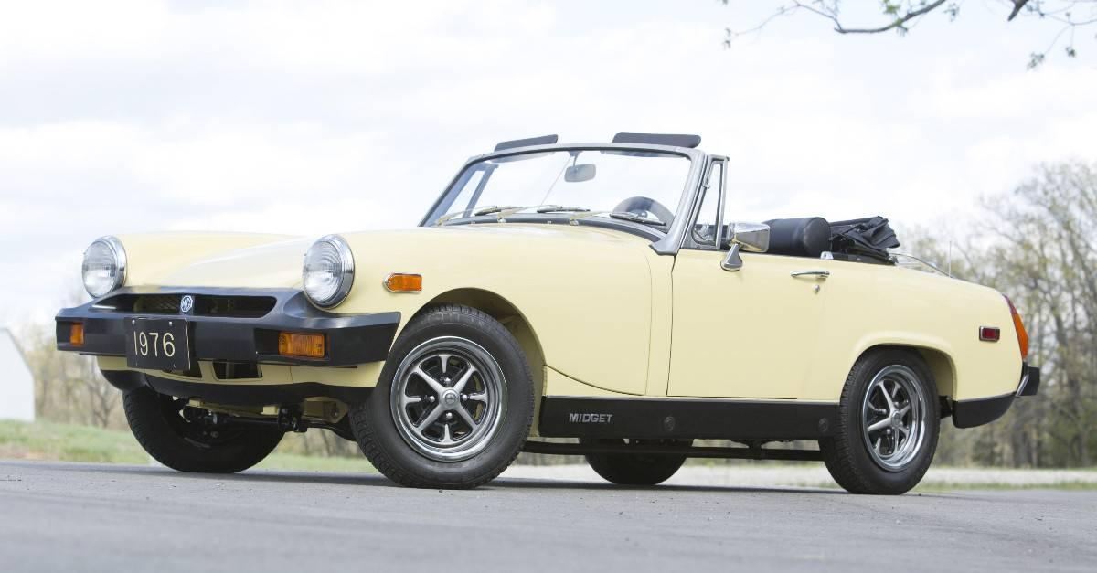 1976 MG Midget 1500 - left front view