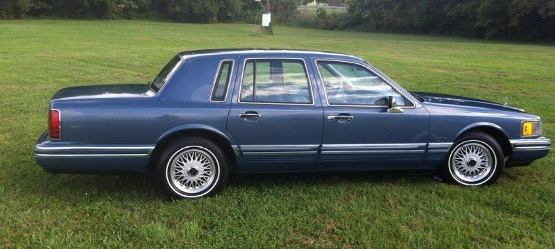 1991 Lincoln Town Car - right side view