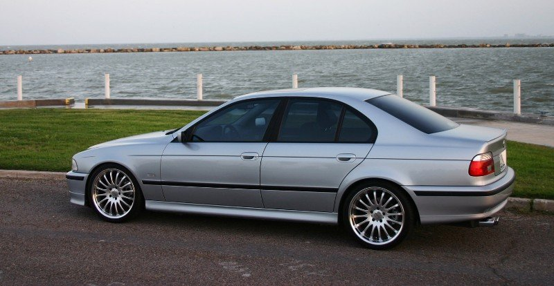 1998 BMW 5 Series 528i - left side view