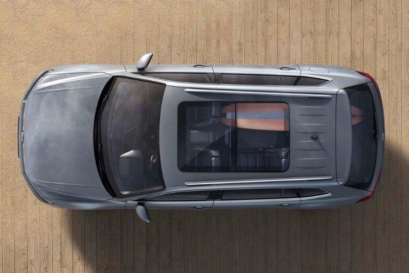 2018 Volkswagen Tiguan SE - overhead view