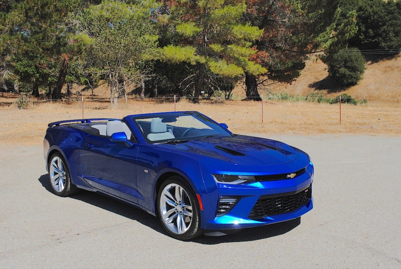 2016 Chevrolet Camaro Right Front View