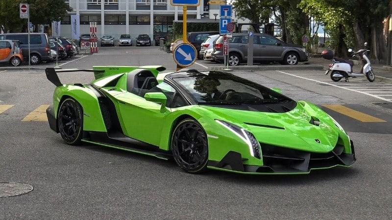 Lamborghini Veneno - right side view