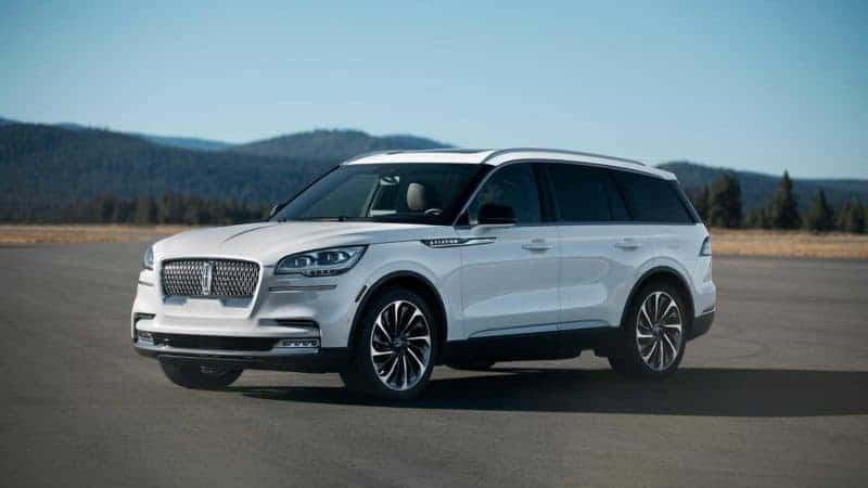 2020 Lincoln Aviator front 3/4 view