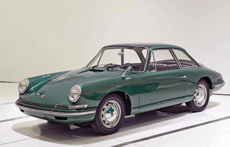 Porsche 695 concept car front 3/4 view