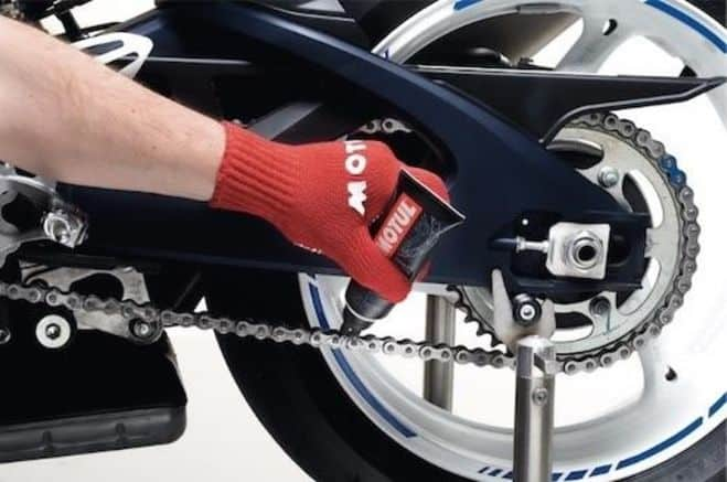 Motul Chain Paste Application