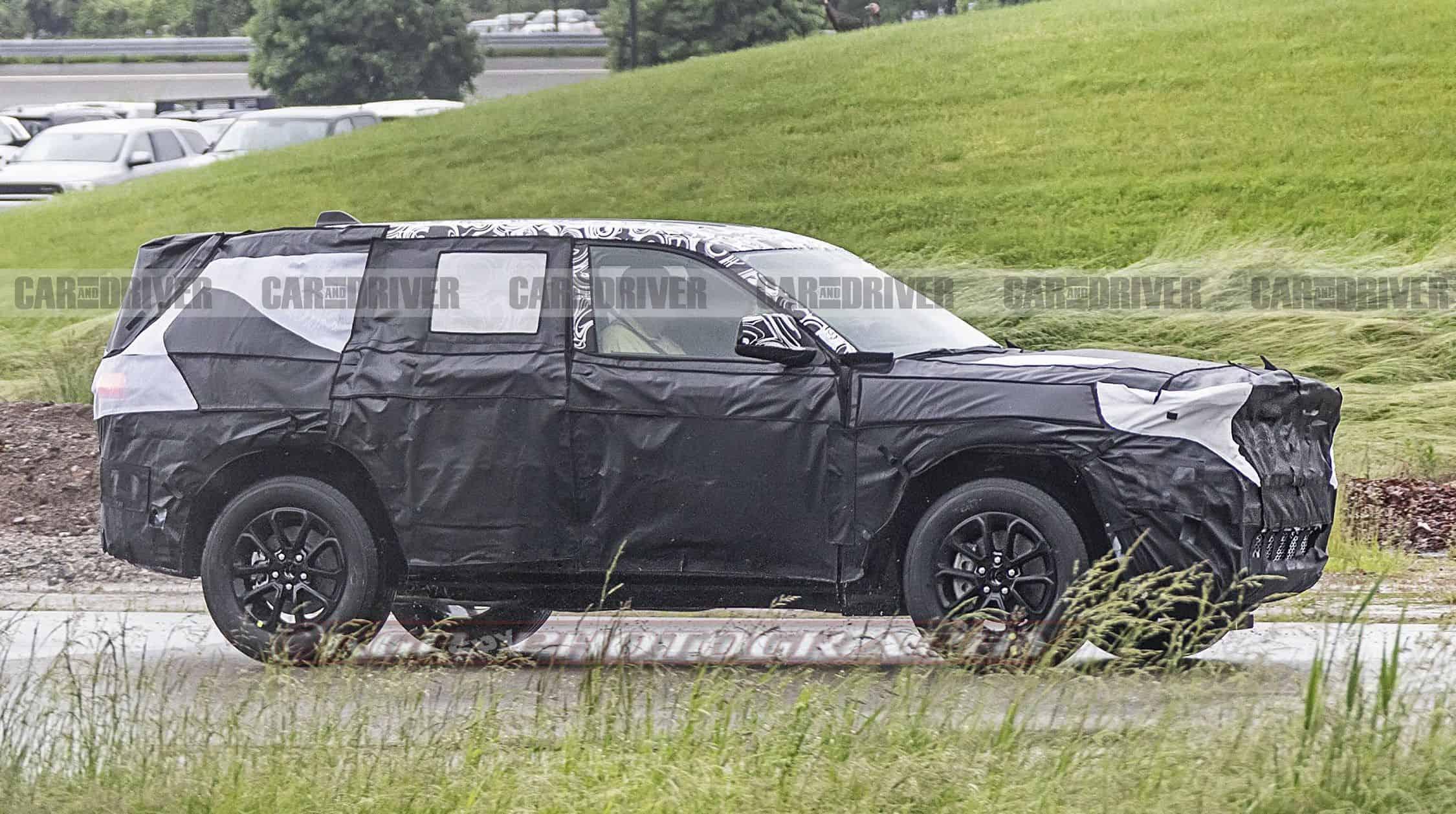 2021 Jeep Grand Cherokee Spy Shot Side View