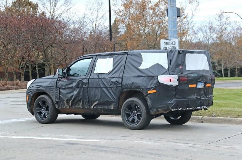 2021 Jeep Wagoneer Spy Shot Side