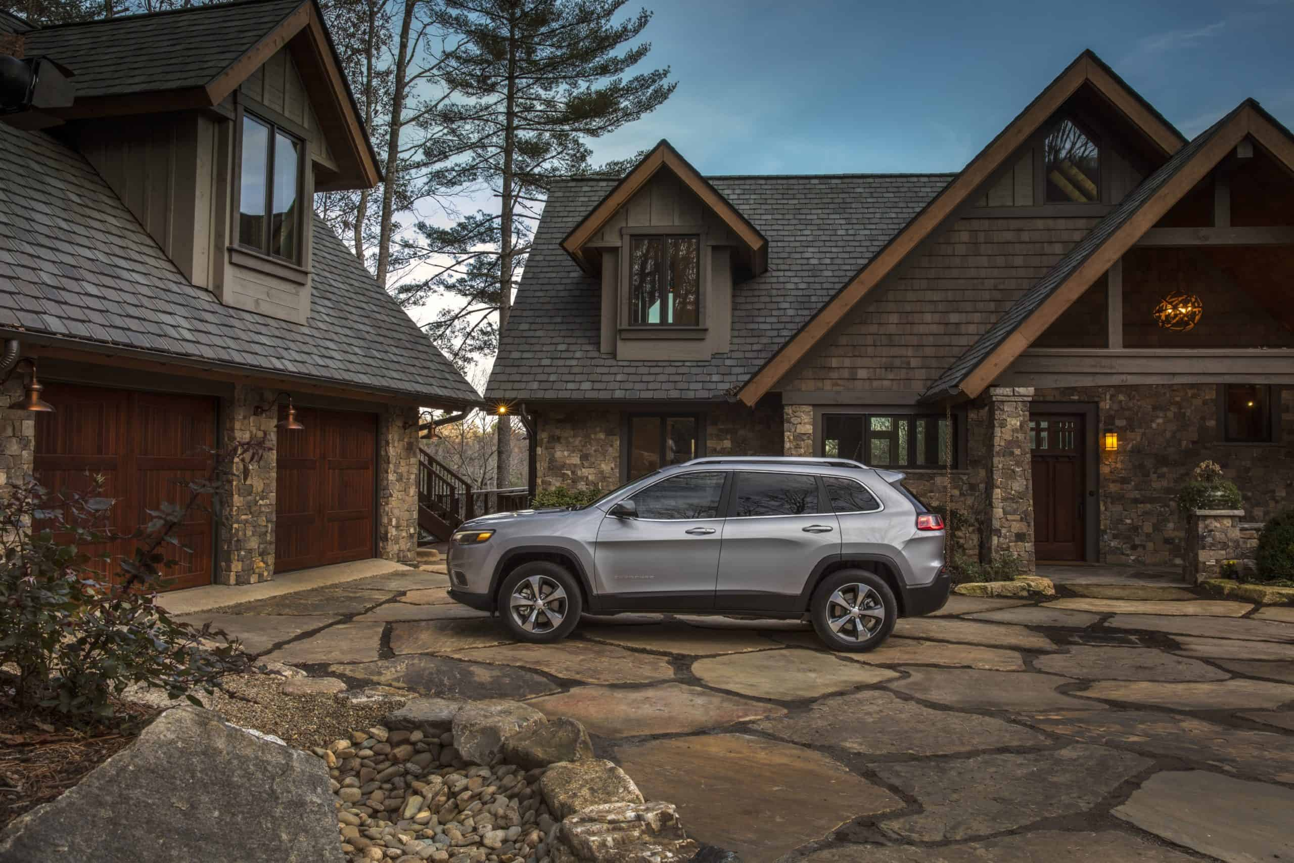 silver jeep cherokee in rocky mansion driveway