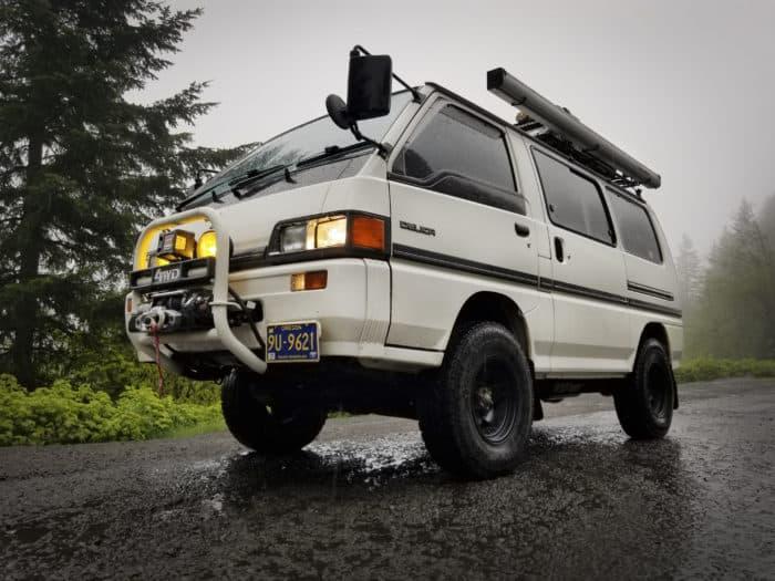 1989 Mitsubishi Delica Star Wagon front
