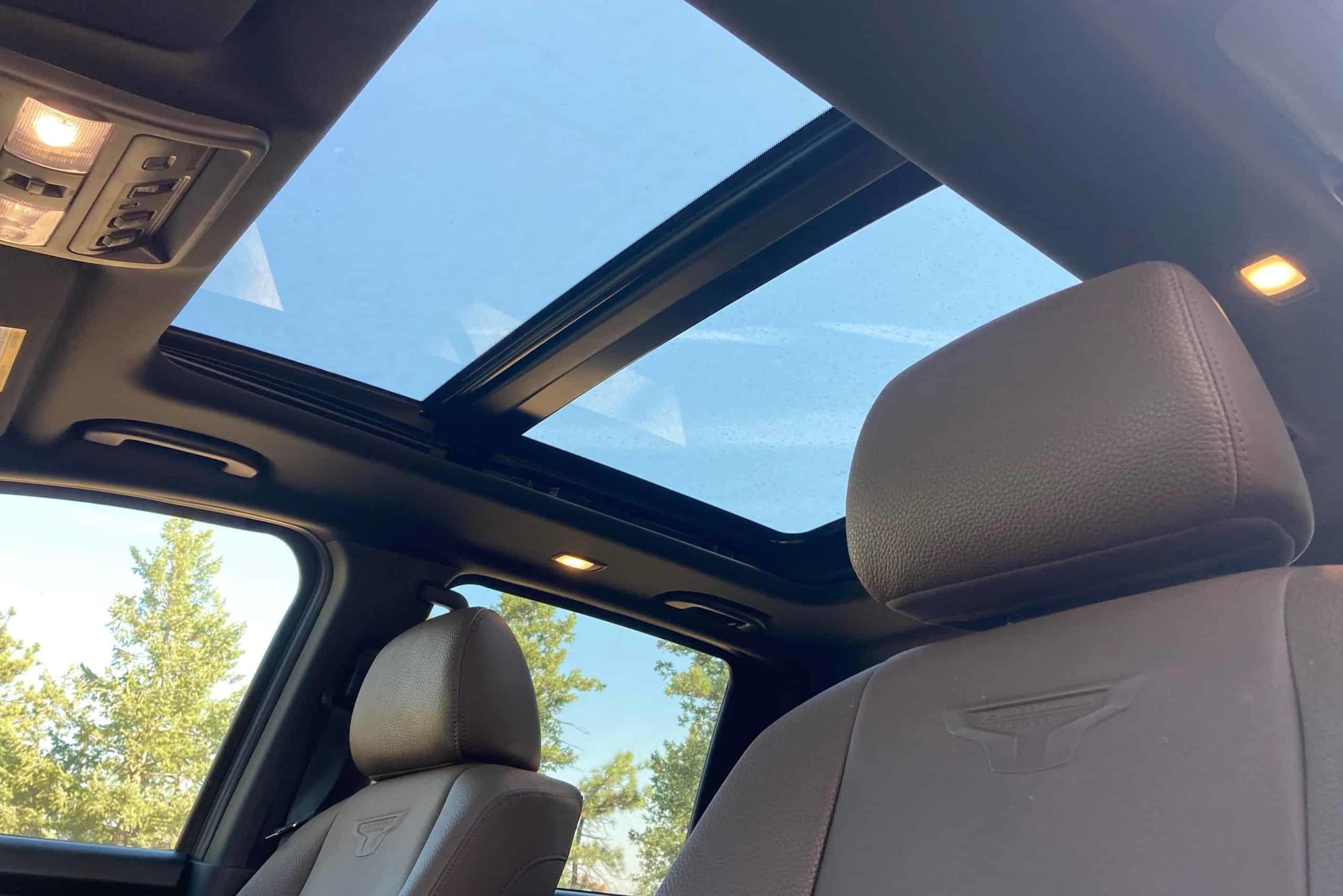 2020 Nissan Titan XD sunroof