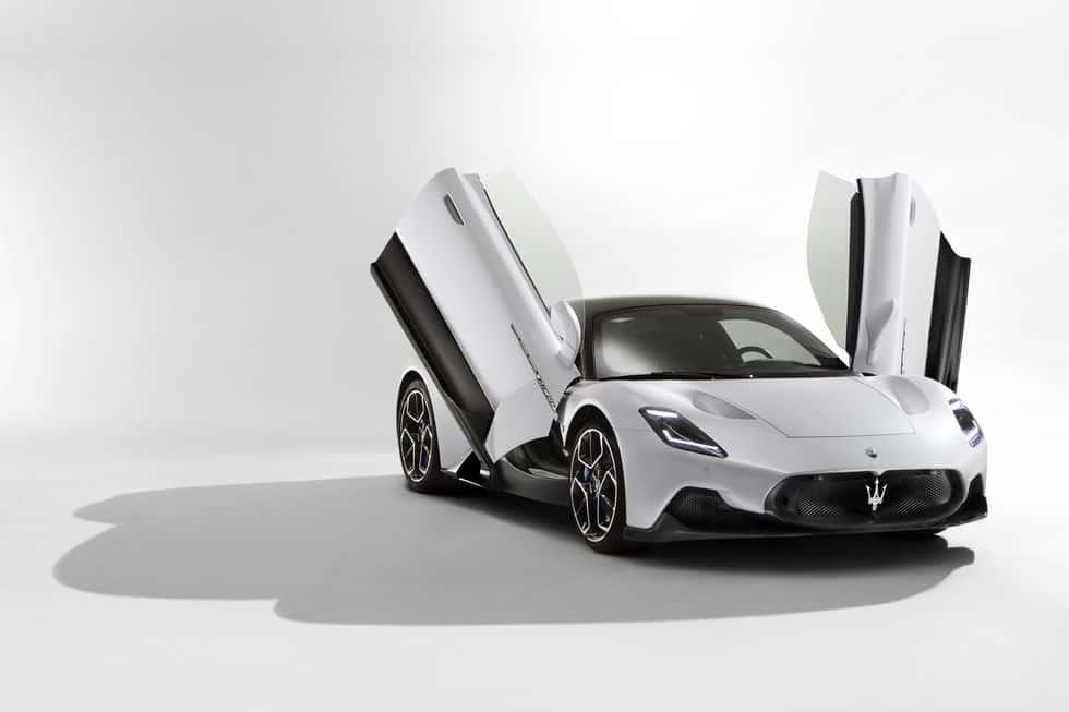 Maserati MC20 doors up