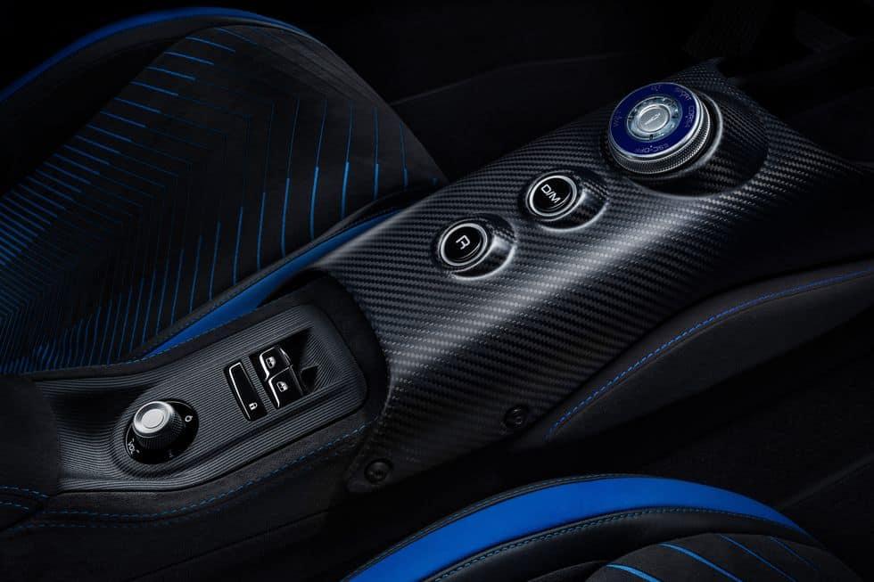 Maserati MC20 console